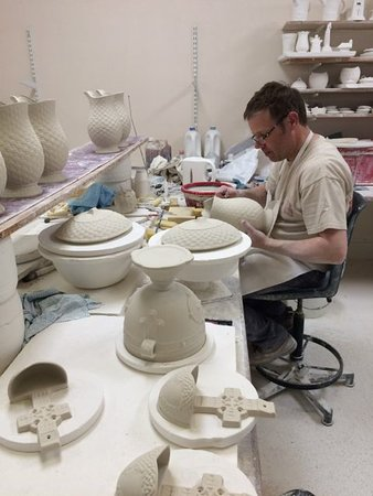 Belleek, UK: Hand painting the design on the pottery