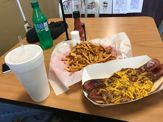 """The Station Burger Company : """"Dirty Dog"""" and fries"""