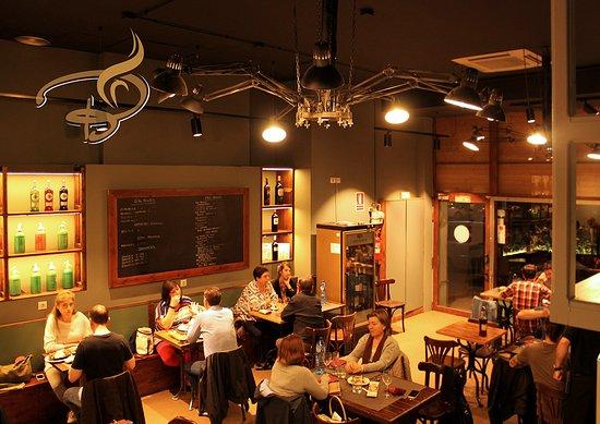 Bodega Tomas: Un nou menjador amb la cuina de sempre