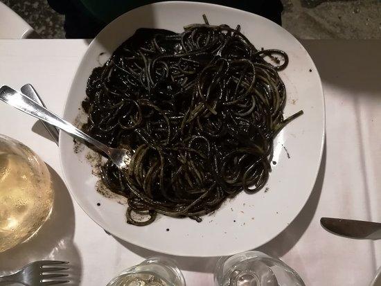 Osteria da Mariano: Spaghetti al nero di seppia.