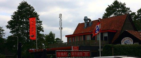 碼頭上看到一家中國飯店,是大陸浙江來開的,聊了兩句,吃飯時間還沒到所以也沒在那吃飯。