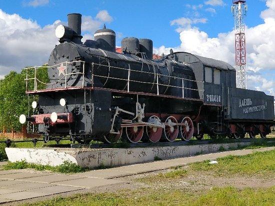 """Magnitogorsk, Russia: Памятник """"Первый паровоз"""""""