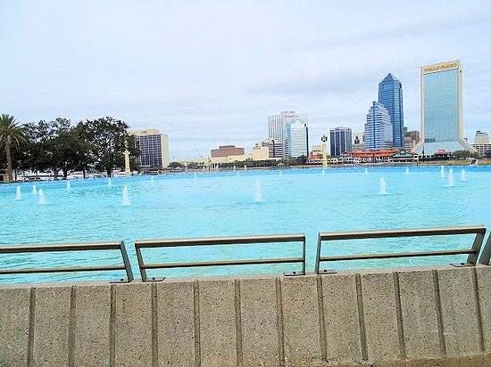 Friendship Fountain: view of fountain and skyline