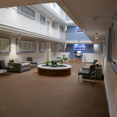 Suites at Fisherman's Wharf: Guest relaxation atrium inside the building.
