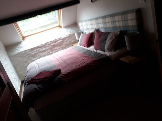 Challacombe, UK: Photo does not do justice of how comfy rooms are!