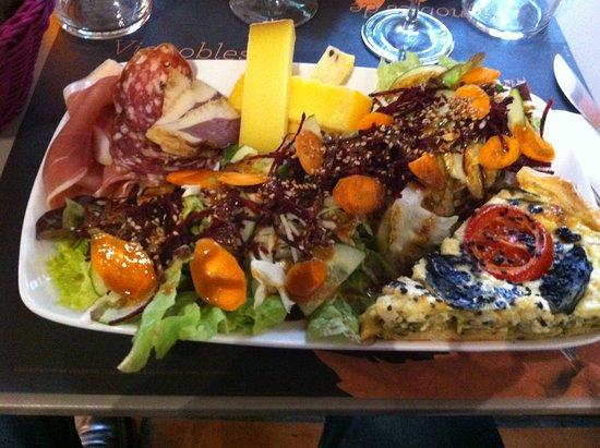 Villabordoh: Salade quiche charcuterie fromage