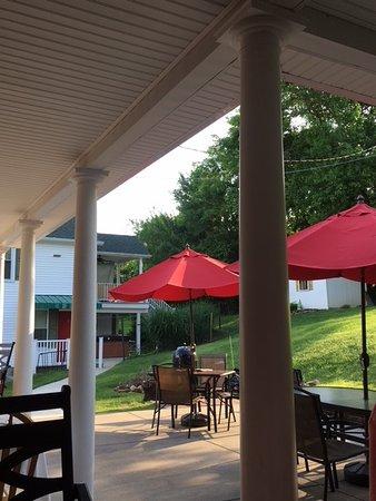 West Newton, PA: Beautiful accommodations and surroundings