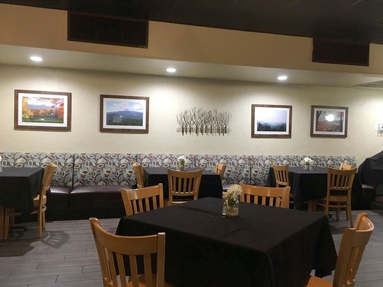 Old Orchard Tavern at Cascades Mountain Resort: Dining Area