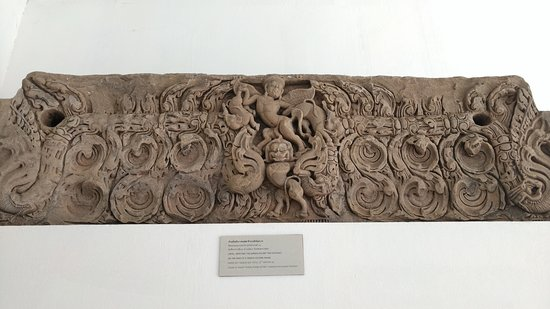 Phimai National Museum: lintel, depicting the Garuda Killing two elephant, on the head of a Singha holding Nagas
