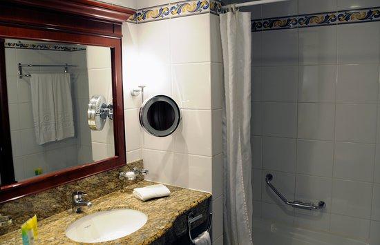 Grand Hotel Gozo: Fint badrum