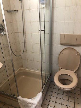 Asperg, Germany: Shower & toilet