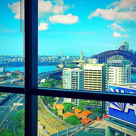 Meriton Suites North Sydney Photo