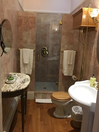 Kingston, NY: Legs Diamond Bathroom