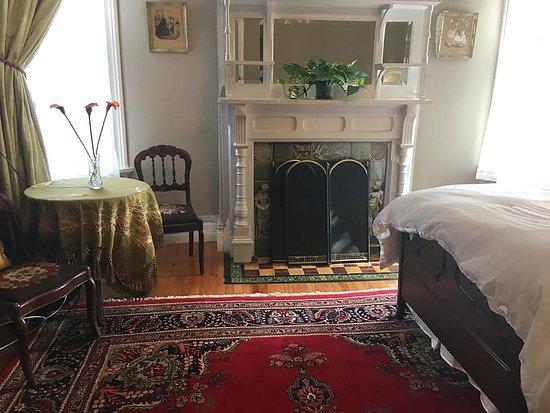 Kingston, NY: Victorian Room