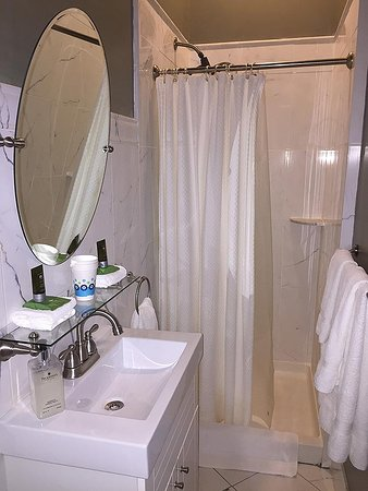 Kingston, NY: Victorian Room Bathroom