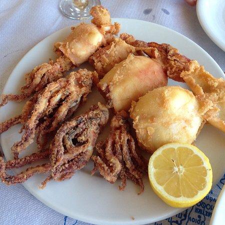 Paralia Kimis, กรีซ: Our favourite dishes: octopus and fried kalamari