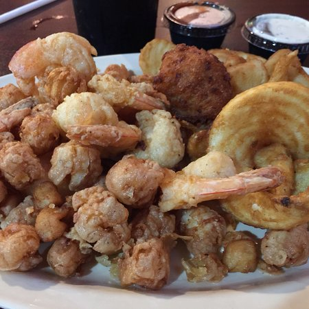 Red Pirate Family Grill & Oyster Bar: Great options!  Never had a bad meal.