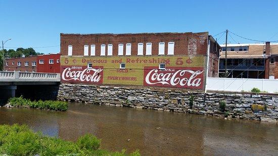 Pulaski, VA: Outside view