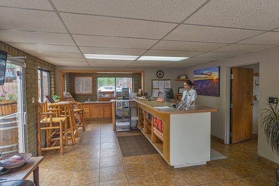 Rustic Inn: Lobby