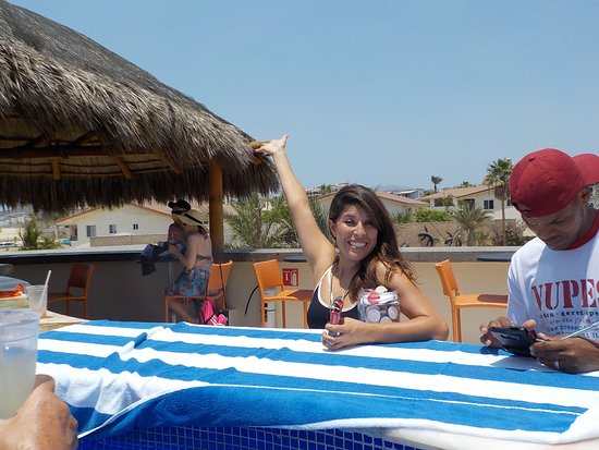 Royal Decameron Los Cabos: Blackjack at the adult pool with Paulina of the entertainment staff