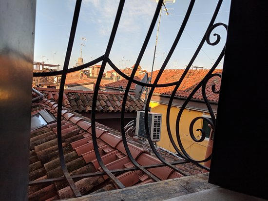 ‪‪Pensione Guerrato‬: View from the room. It's Venice, so that's what one see from an interior window.‬