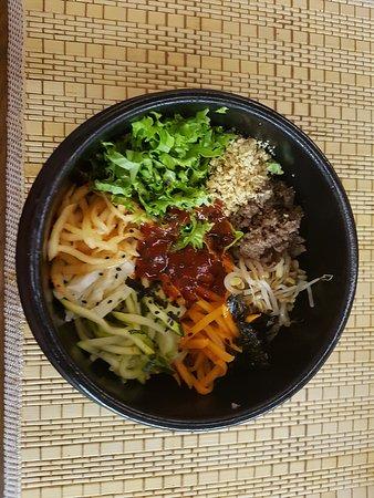Bibimbap Korea : Minced beef, nuts, carrots, sea weed, rice, egg, and more