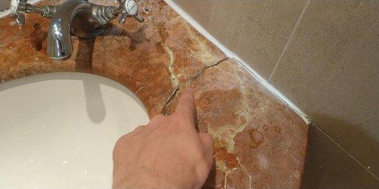 Cracked sink