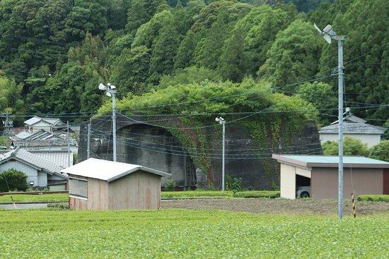 Nihonichi Mijikai Tunnel