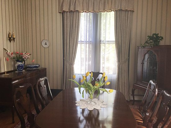 Kingston, NY: Formal dining room