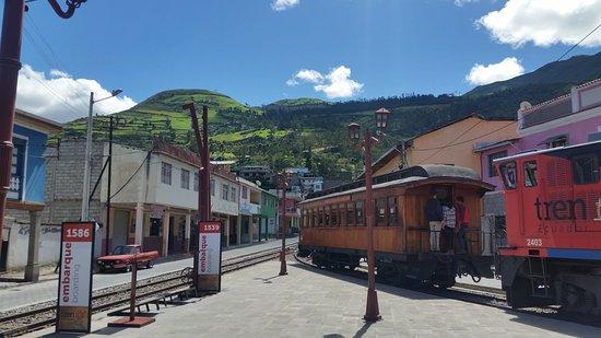 Devils Nose Train Ride from Alausi: La estación de Tren Ecuador en Alausí