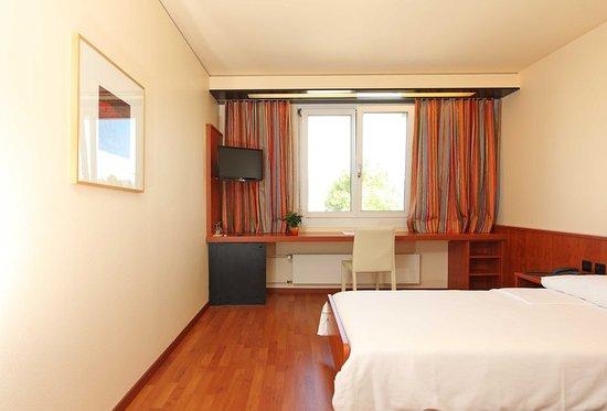 Spreitenbach, Switzerland: Guest room