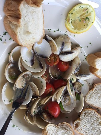 Clams served in an IPA with cherry tomatoes and white bread