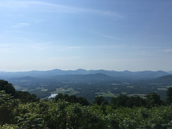 Afton Mountain Bed & Breakfast: View on the Blue Ridge Parkway above Afton Mnt B&B