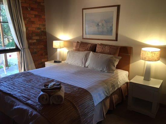 Old Charm Holiday Villas: Master Bedroom