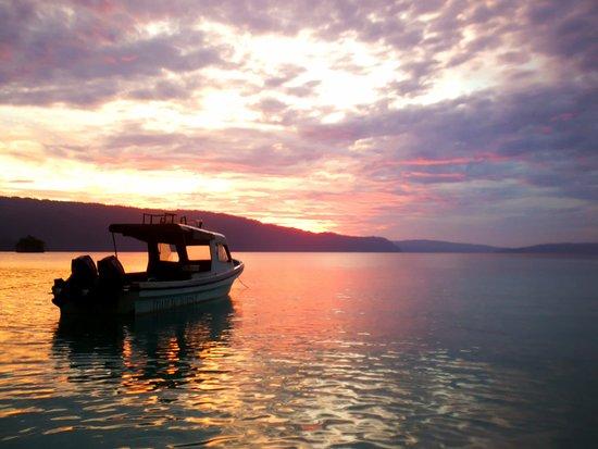 Kaimana, Indonesien: Awesome sunset every night