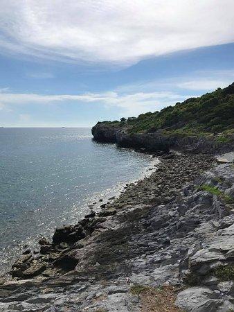 Ko Si Chang, Tajlandia: ด้านล่างเป็นชายหาดที่เป็นหินคะ