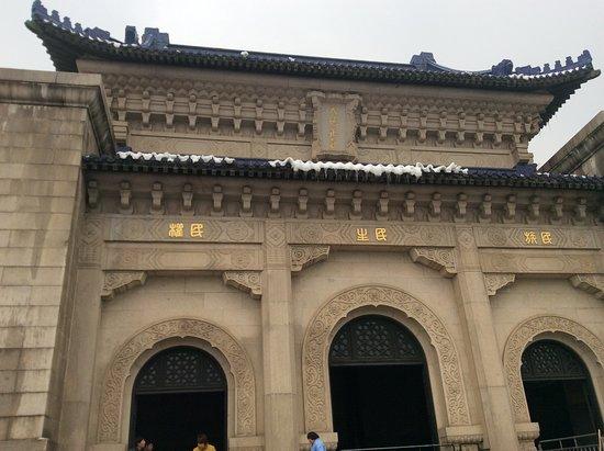Sun Yatsen Mausoleum (Zhongshan Ling)