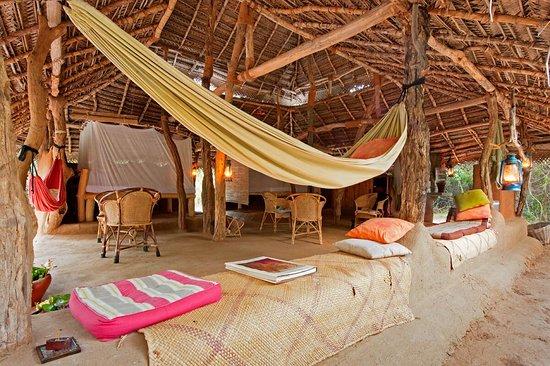 Anamaduwa, Sri Lanka: Inside Myla Hut. Double hut area suitable for couples, friends and families