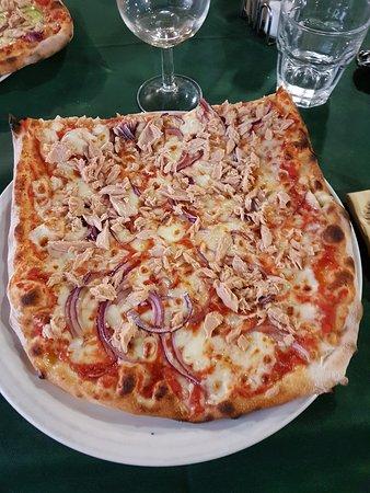 Istia d'Ombrone, Italië: Pizza Tonno