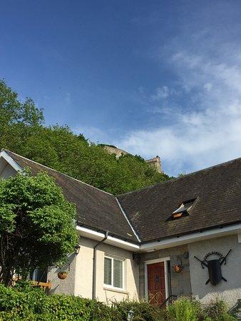 كاسلكروفت: Lovely home at base of Stirling Castle - surrounded by beautiful garden and lovely footpaths