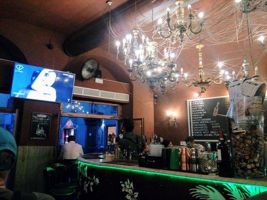 Off the hook: Sala d'entrata con bancone