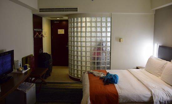 Holiday Inn Express City Centre Dalian: 房間與衛浴