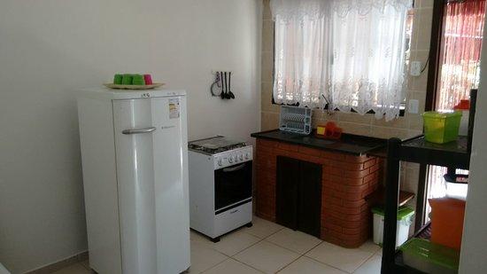 Boicucanga, SP: Nos flats alem do maravilhoso quarto, possui também uma cozinha compacta que facilitou muito nos