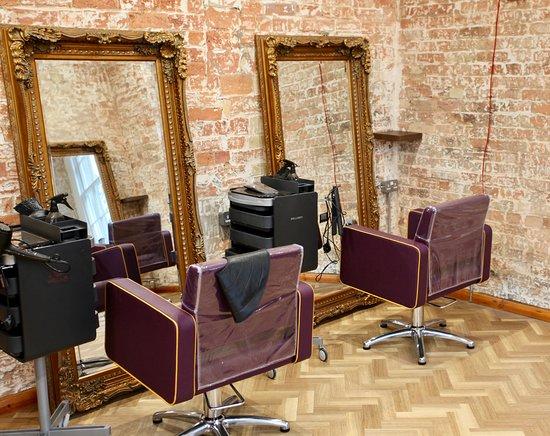 Alwalton, UK: The Stables hair salon