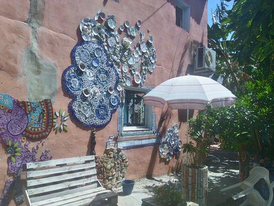 Benamargosa, Ισπανία: Mosaico gigante realizado por la dueña