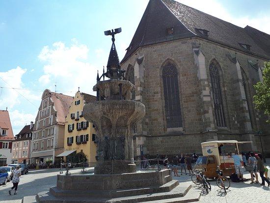 Kriegerbrunnen: Jiný pohled na fontánu