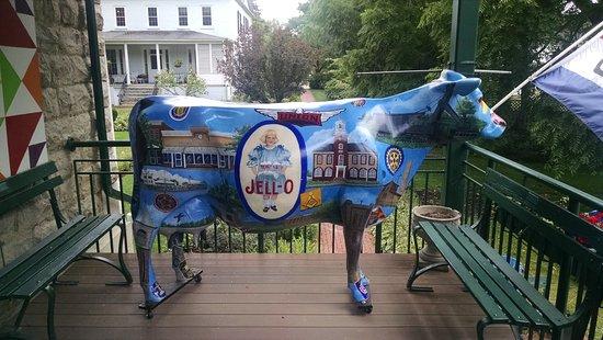 Le Roy, NY: Jell-O the Cow.
