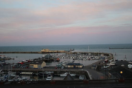 Royal Harbour Hotel: Taken from room as the sun was setting