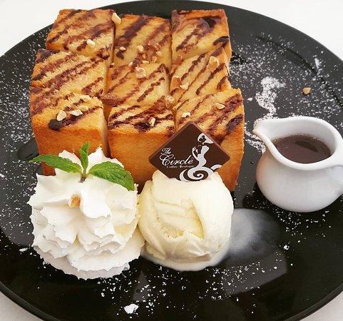 เดอะ เซอเคิล คอฟฟี่ บูติก - ฉลอง: Honey toast