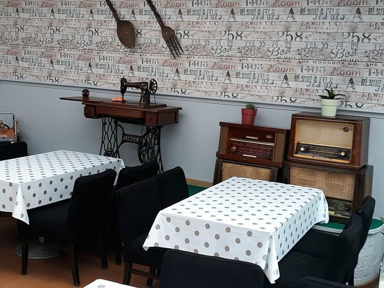 Authentiek interieur - Picture of Bistro Retro Grill, Roeselare ...